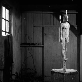 Gipsmodel van Steltloper (1966) in Spierings atelier in Soest